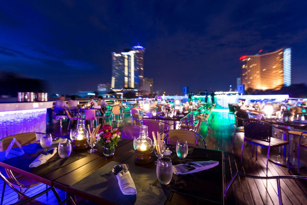 Amazing Sunset & Dinner Cruise (17.20hrs.-18.50hrs.)