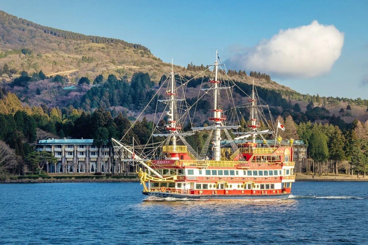 เรือโจรสลัด & กระเช้าลอยฟ้า ที่ฮาโกเน่ - Gotemba Premium Outlets - บุฟเฟ่ต์เนื้อย่าง One Day Trip