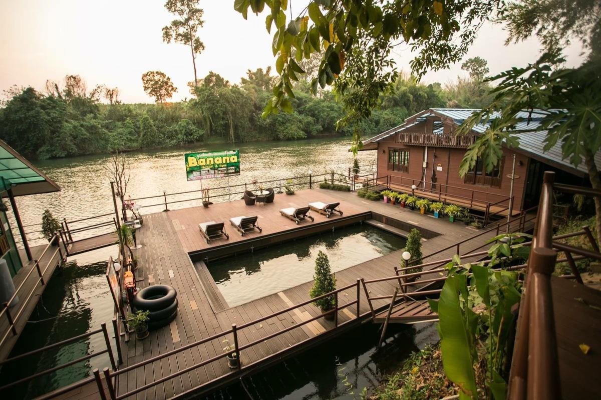 นอนแพ หนีโควิด สูดไอเย็น ริมแม่น้ำแคว@ฺbanana resort Kanchanaburi พิเศษสำหรับ2ท่าน (2 วัน 1 คืน)