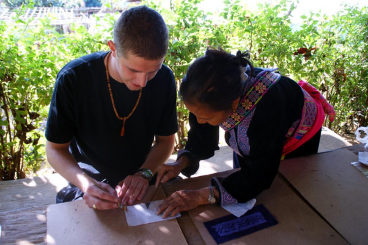 Learn Hmong style batik  (1 Hour)