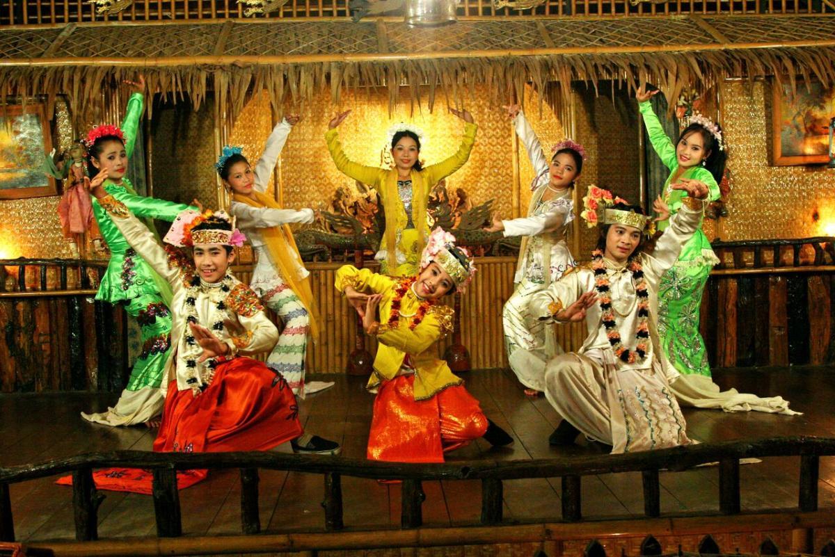 โชว์เต้นรำทางวัฒนธรรมมอญ>ขี่ช้าง>