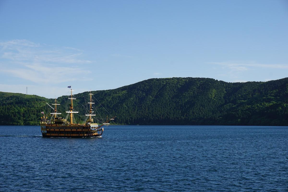 เรือโจรสลัด & กระเช้าลอยฟ้า ที่ฮาโกเน่ - Gotemba Premium Outlets - บุฟเฟ่ต์เนื้อย่าง (One Day Trip)